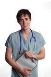Sujetapapeles masculino joven del doctor Fotografía de archivo libre de regalías