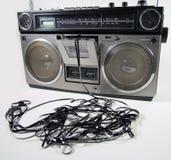 Sujete con cinta adhesiva el boombox que arroga Imagenes de archivo