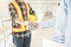 Sukces transakcja w budowy i wnętrza pracie Biznesmen i e fotografia stock