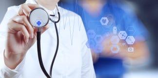Sukcesu lekarza medycyny mądrze działanie Zdjęcia Stock