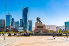 Sukhbaatarvierkant of Genghis Khan Square met het Standbeeld van Mongoolse revolutionaire held Sukhbaatar stock foto's