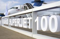 Sukhoi Superjet 100 på den internationella rymdsalongen för MAKS Royaltyfri Bild
