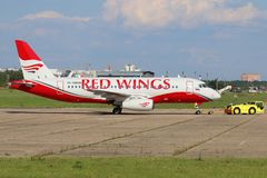 Sukhoi Superjet 100 RA-89008 των αερογραμμών των Red Wings σε Zhukovsky Στοκ Εικόνα
