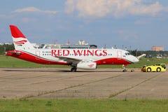 Sukhoi Superjet 100 RA-89008 av röda vingflygbolag på Zhukovsky Fotografering för Bildbyråer