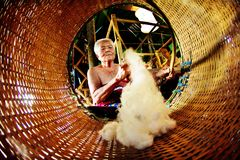 SUKHOTHAI, ΤΑΪΛΑΝΔΗ 10 ΝΟΕΜΒΡΊΟΥ Μιμηθείτε τον αναδρομικό τρόπο ζωής και στοκ εικόνες με δικαίωμα ελεύθερης χρήσης