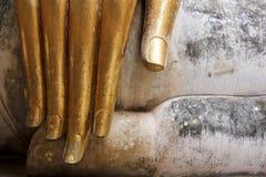 Sukhothai de los dedos de los buddhas de la hoja de oro Imagen de archivo libre de regalías