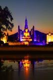 sukhothai dziejowy park iluminujący w nocy, Tajlandia Zdjęcie Stock