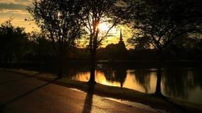 Sukhothai Dziejowy park przy zmierzchem Zdjęcia Royalty Free