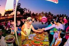 SUKHOTHAI, TAILÂNDIA 21 DE NOVEMBRO O estilo de vida retro da simulação e Fotos de Stock Royalty Free