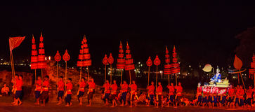 SUKHOTHAI, TAILÂNDIA 16 DE NOVEMBRO: Sho tailandês tradicional da luz e do som Imagens de Stock Royalty Free