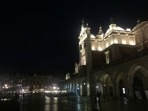 Sukiennice Polska targowego kwadrata noc zdjęcia royalty free