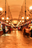 Sukiennicemarkt in nacht Stock Afbeelding