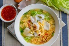 Sukiyaki用海鲜和调味汁 免版税库存图片