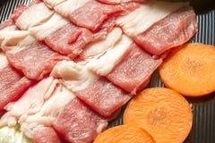 Sukiyaki的切的牛肉 静物画样式 库存照片