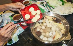 Sukiyaki varm kruka i restaurangen arkivfoton