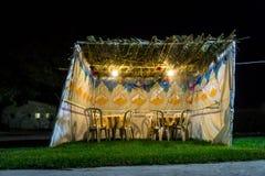 Sukkah - choza temporal simbólica para la celebración del día de fiesta judío Sukkot fotos de archivo libres de regalías