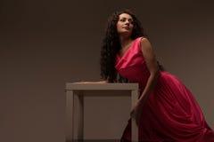 sukni długa różowa kobieta Zdjęcia Royalty Free