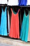 Suknie przy plenerowym rynkiem zdjęcie stock
