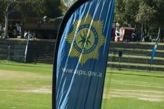 Sul - bandeira africana do serviço policial em uma parada Fotos de Stock