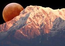 Sul de Annapurna da montagem e a lua Foto de Stock Royalty Free