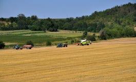 Sul giacimento di grano che raccoglie equipment_2 Immagine Stock Libera da Diritti