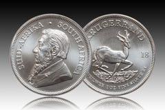Sul - Krugerrand africano fundo do inclina??o da moeda do lingote de prata de 1 on?a imagens de stock royalty free