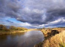 Sul litorale del fiume Fotografie Stock