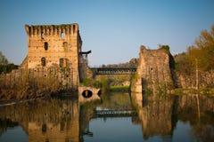Sul Mincio de Borghetto, ruínas da ponte medieval Vêneto, Ital Imagem de Stock Royalty Free
