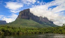 Sul modo al Salto Angel, parco di canaima, sabana di gran, Venezuela Immagine Stock
