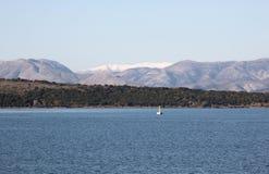Sul modo a Kerkira, la Grecia fotografie stock