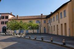 Sul Naviglio Milano, Italia di Cernusco: costruzioni fotografia stock libera da diritti