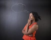 Sul - o professor africano ou afro-americano ou a mulher de negócios da mulher pensaram nuvens imagem de stock