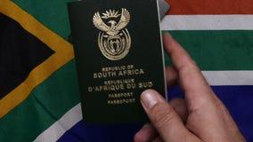 Sul - passaporte africano na bandeira do SA video estoque
