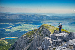 Sul picco di montagna Immagini Stock