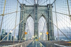 Sul ponte di Brooklyn famoso fotografia stock
