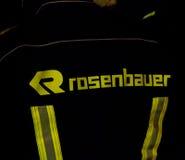 Sul - sapador-bombeiro africano na engrenagem do depósito de Rosenbauer Imagem de Stock