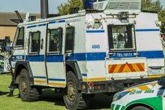 Sul - serviço policial africano - uma opinião angular do lado do veículo blindado do Nyala Imagens de Stock Royalty Free