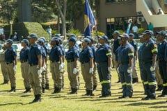 Sul - serviços policiais africanos alinhados na parada Fotos de Stock Royalty Free