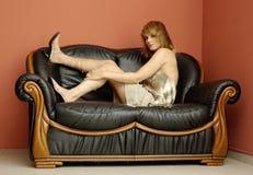 Sul sofà Fotografia Stock Libera da Diritti