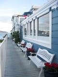 Sul terrazzo della casa dal mare fotografie stock libere da diritti