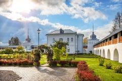 Sul territorio del monastero di Tolgsky Immagine Stock
