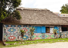 Sul tradicional - casa pintada africana Fotos de Stock