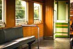Sul treno Tailandia, atmosfera pacifica nella sera immagine stock