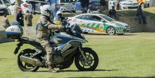 Sul - velomotor africanos do polícia de tráfego Imagem de Stock Royalty Free