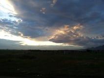 Sul verde sotto la nuvola Fotografia Stock Libera da Diritti