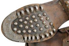 Sula av gamla militära skor med spikar royaltyfri foto