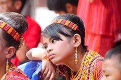 SULAWESI - 25 augustus, 2014: het jonge meisje neemt aan begrafenisc deel Royalty-vrije Stock Afbeelding