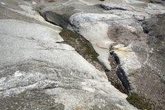 Sulcos glaciais na terra firme do granito, legado da idade do gelo imagem de stock