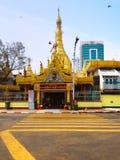Sule Pagoda in het daglicht op Th Stock Foto's