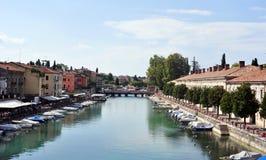Sulen Mincio för flod Mincio och Valeggio Arkivfoto